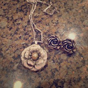 Silver toned vintage flower necklace/earrings set